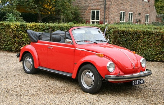 volkswagen beetle cabrio huren in houten 150 00 per. Black Bedroom Furniture Sets. Home Design Ideas