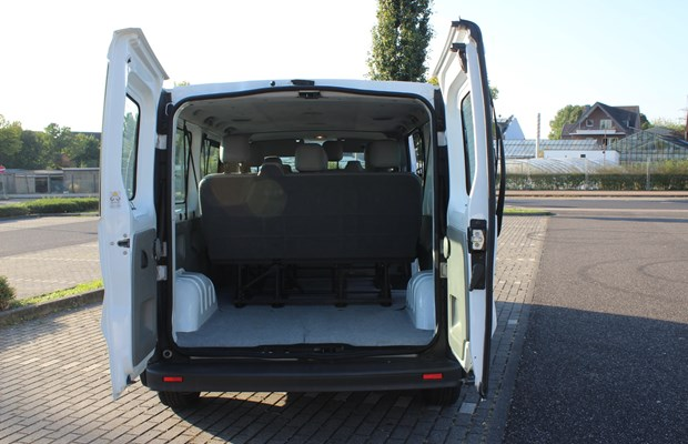 renault trafic mieten in alsdorf 55 00 pro tag snappcar. Black Bedroom Furniture Sets. Home Design Ideas